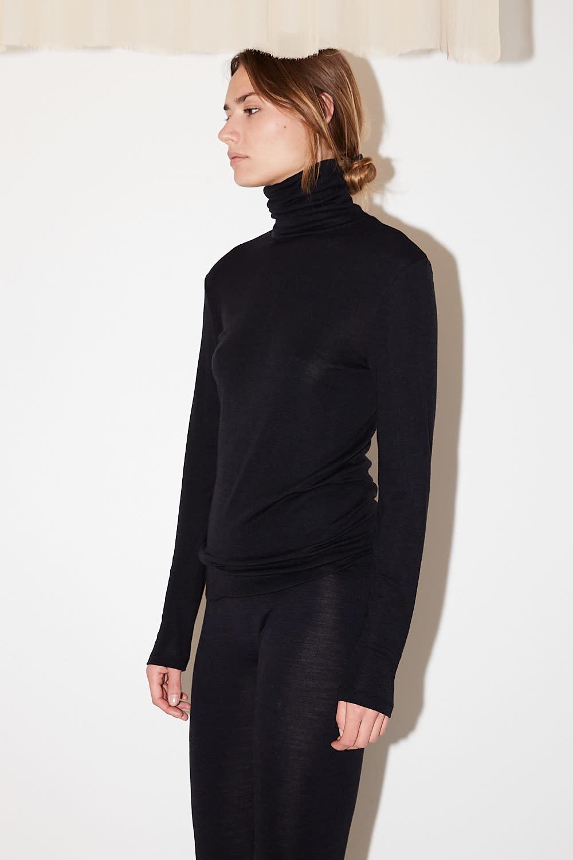hanro - turtle Neck woolen silk shirt black