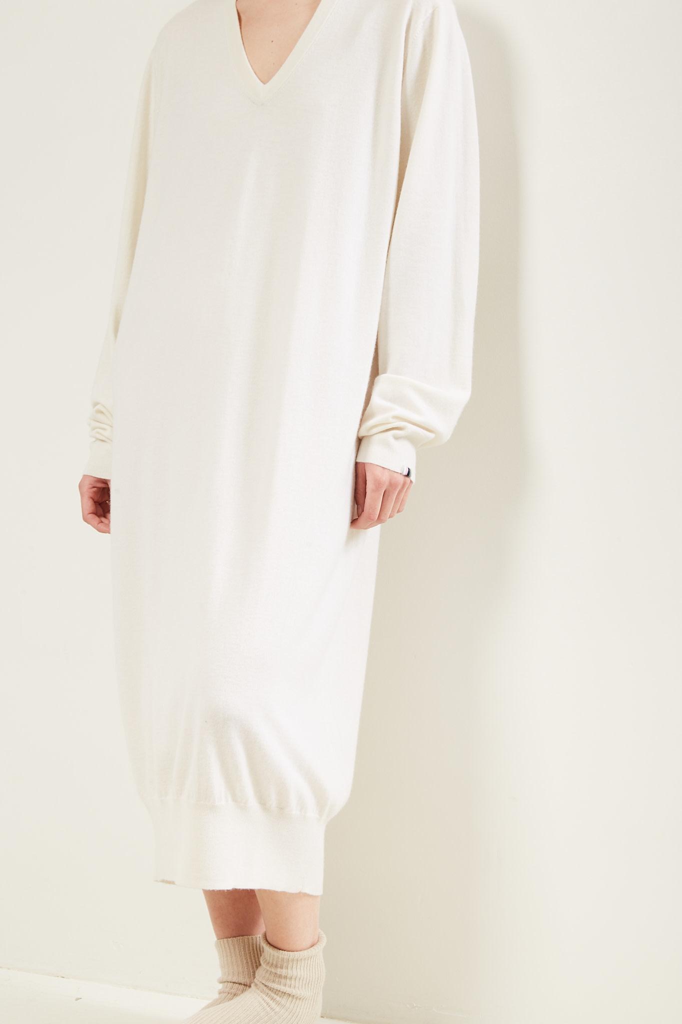 extreme cashmere - Martin v neck dress
