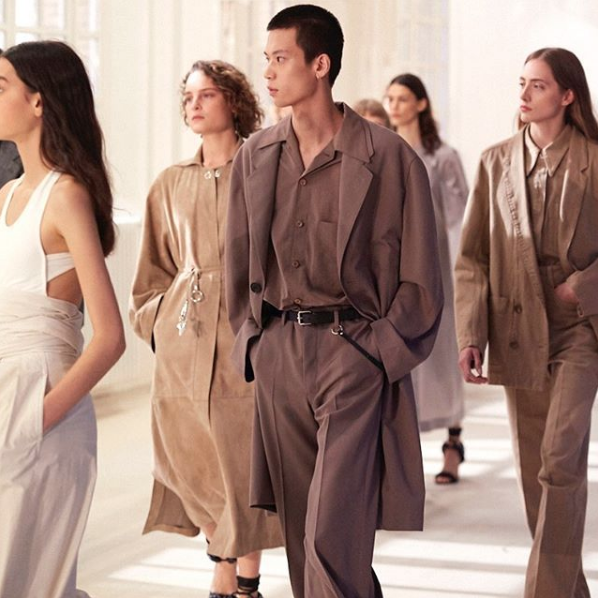 <strong>LEMAIRE</strong>Precision tailoring, clean lines and sumptuously soft fabrics form the basis of the edit. Sleek shapes and flowing lengths alongside crisp cuts and masculine proportions. Soft tones and concealed fastenings complete the designs.
