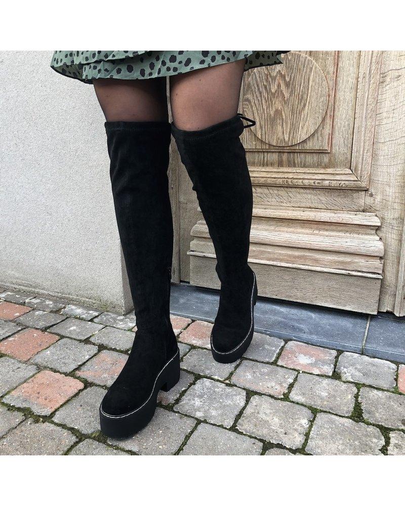 Black overknee boots