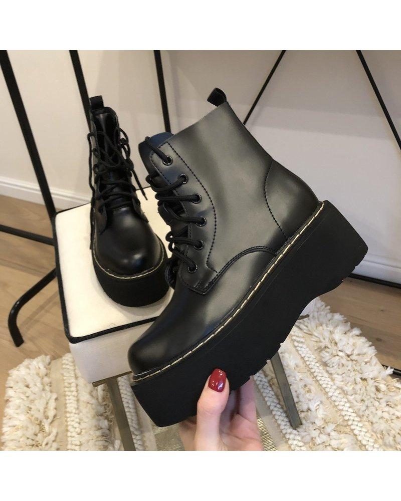 Boots Lexi black