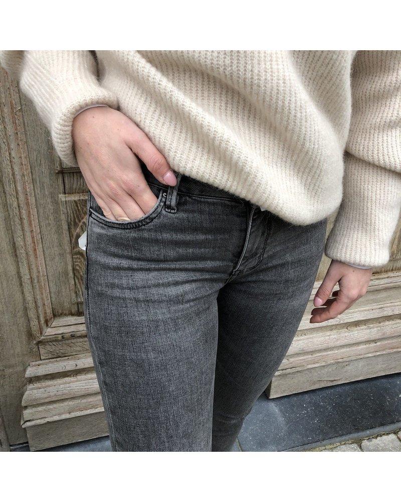 grey skinny crop jeans