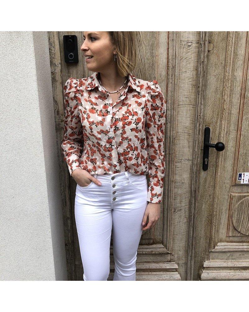 Witte bloes met roosjes