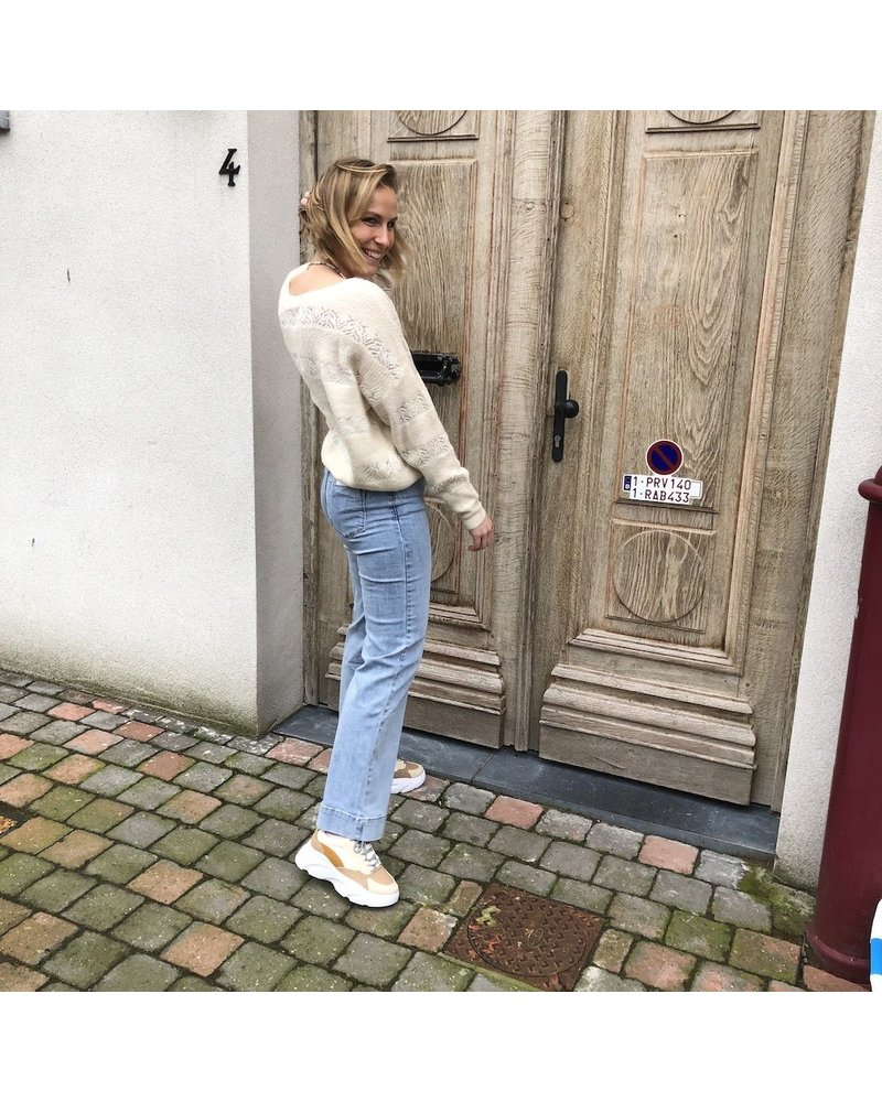 Soft jumper cream with lace