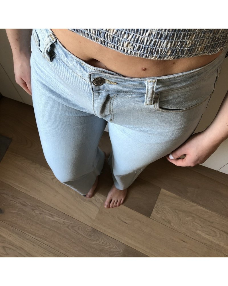blue washed relaxed jeans