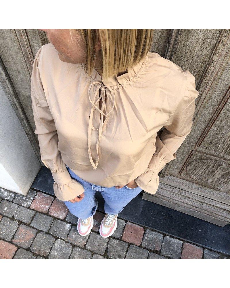 NA-KD bloes beige met frill