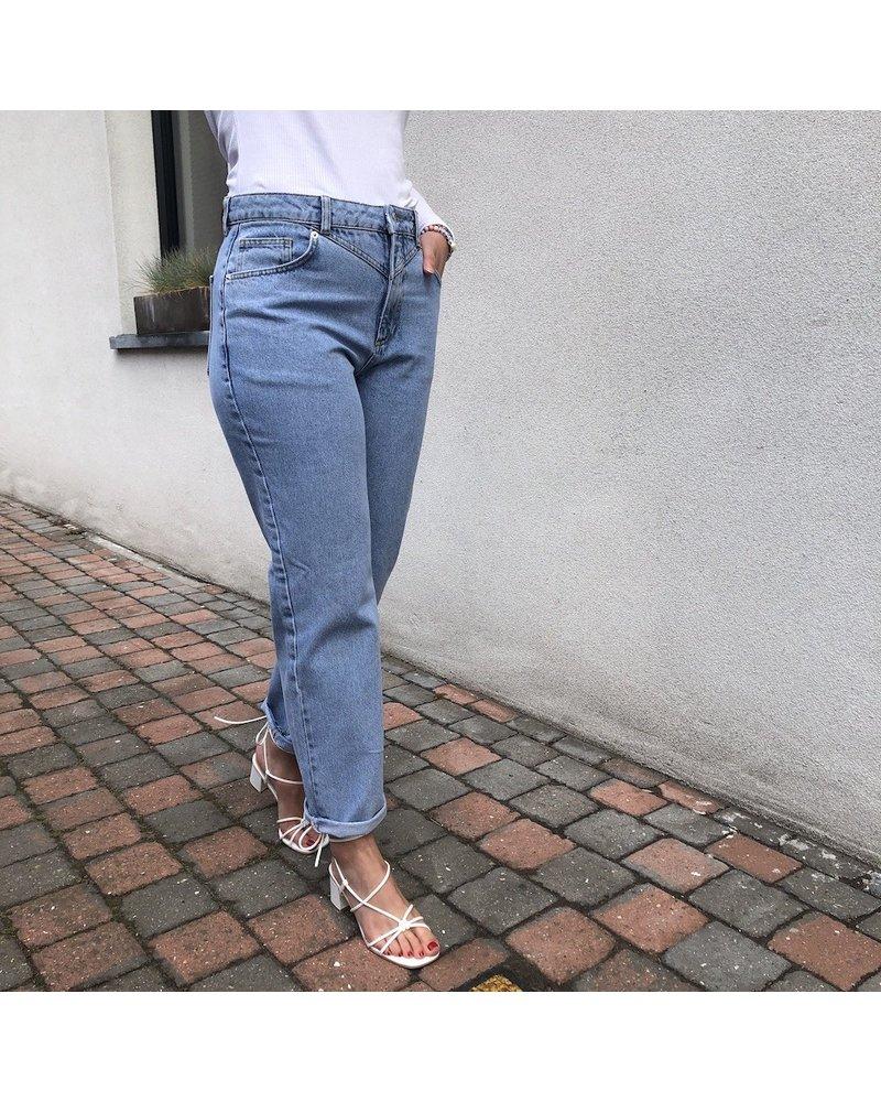 NA-KD straight light blue jeans