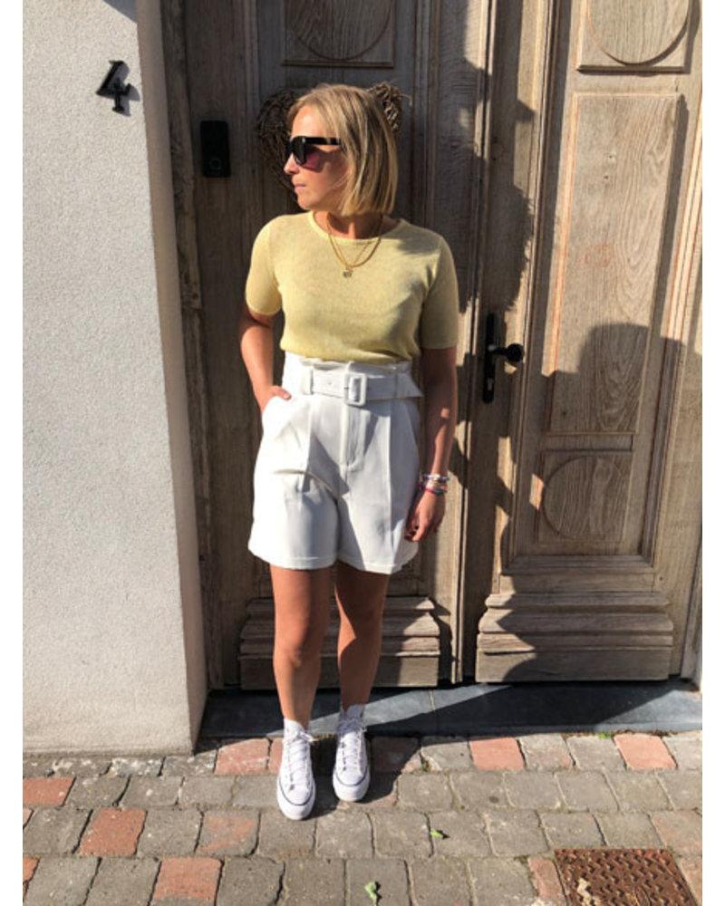 White shorts with belt