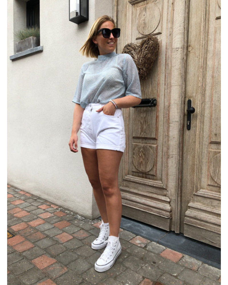 NA-KD turn up mom shorts white