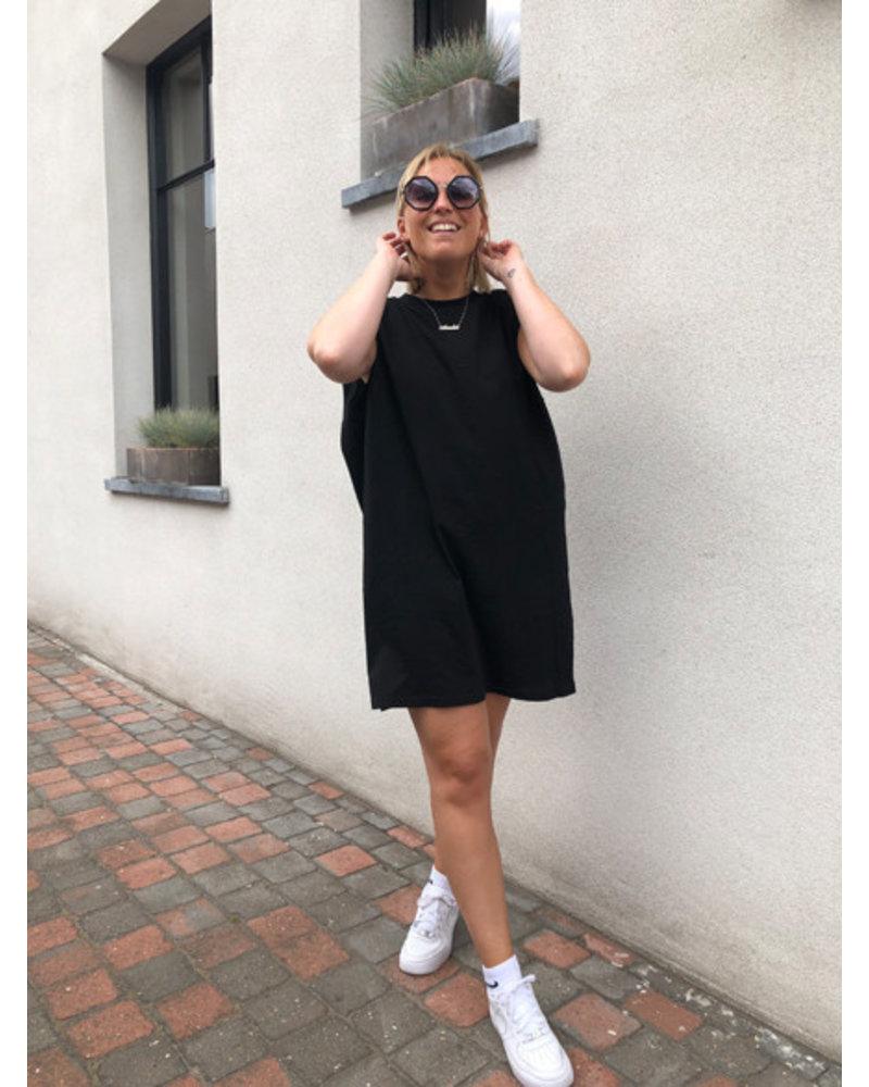 Shoulder padded dress black