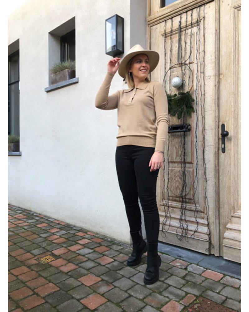 Megan polo jumper camel