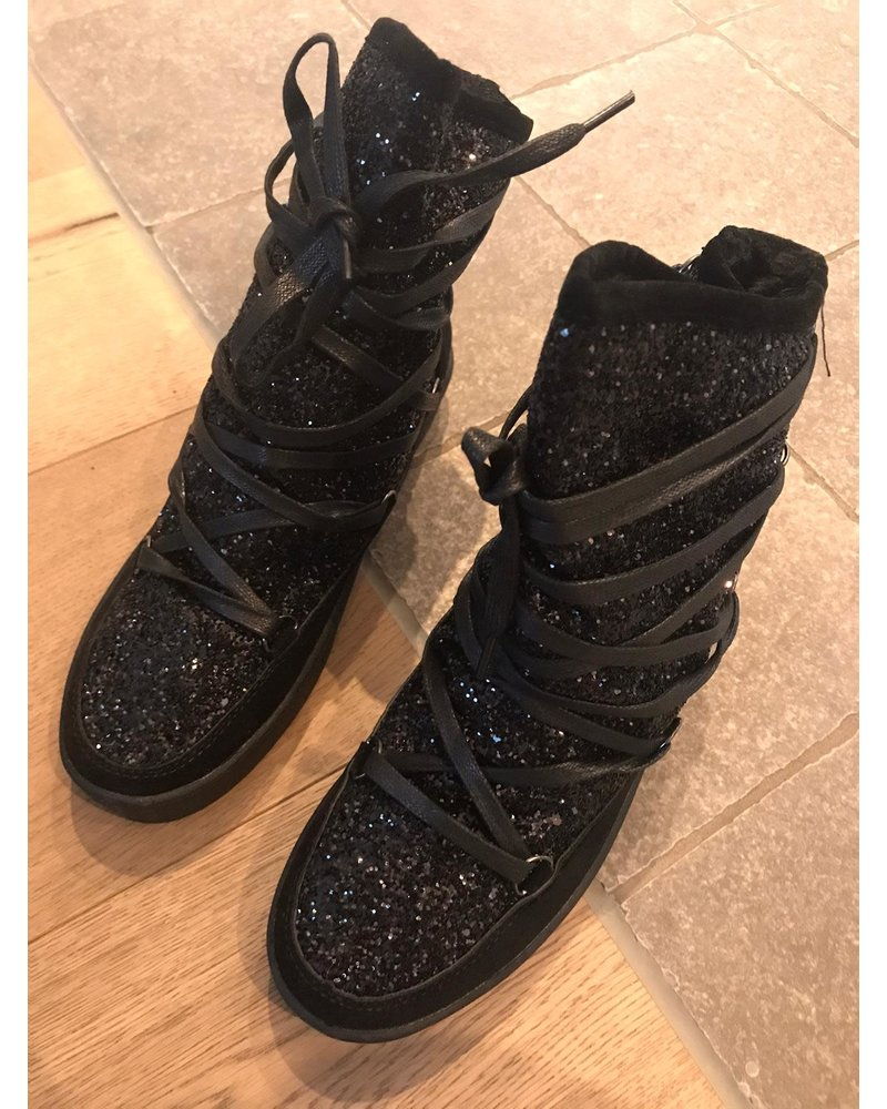 Winter boots sparkling black