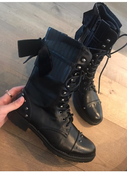 Boots black bow