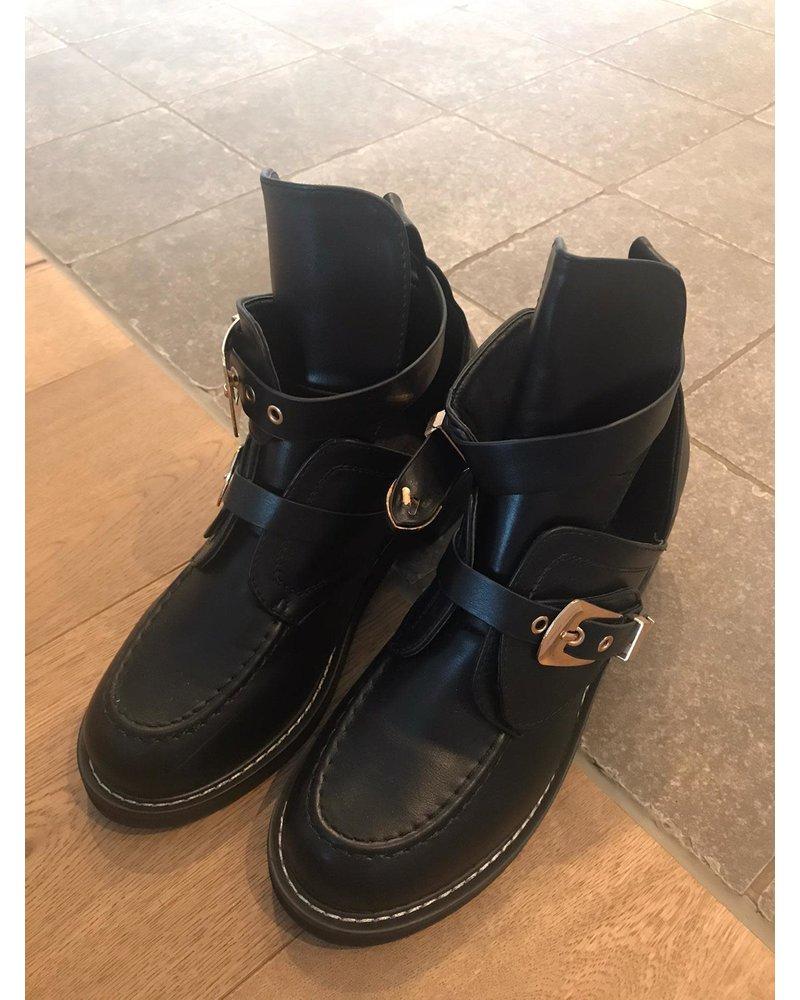 Boots B