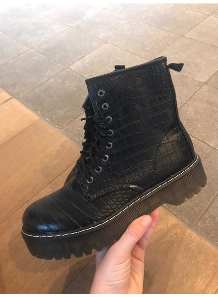 Army boots snake