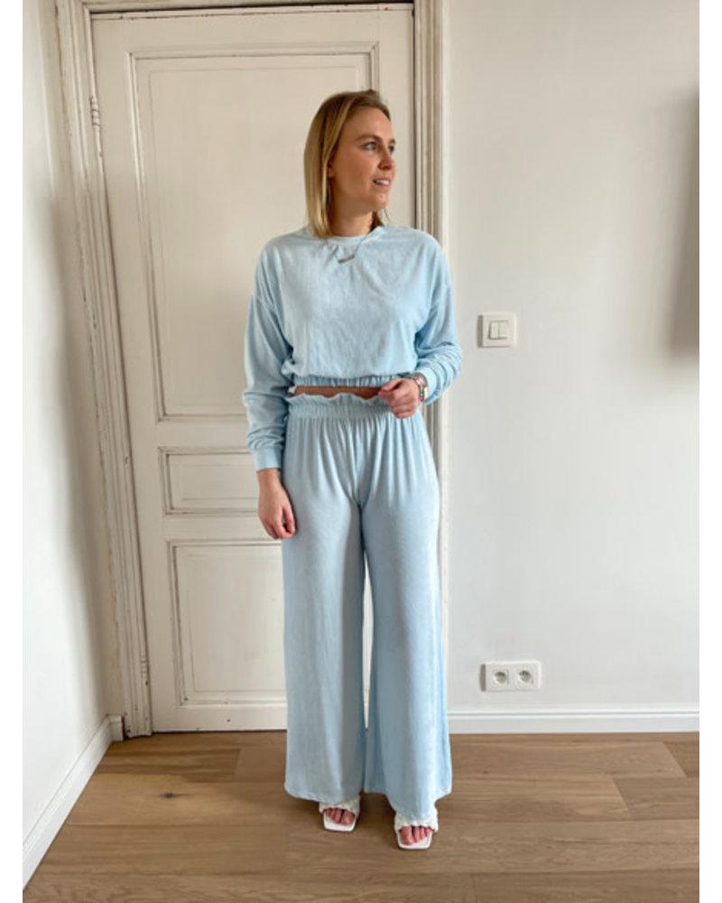 Belle ensemble blue