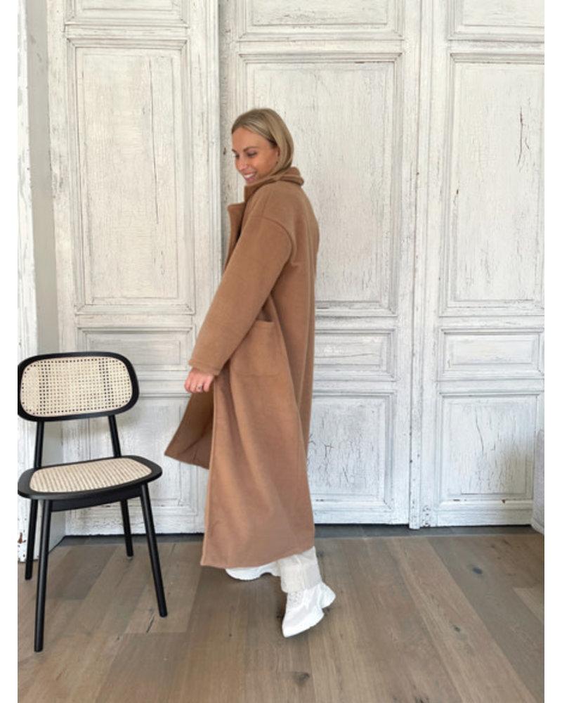 Muriel mantel brown