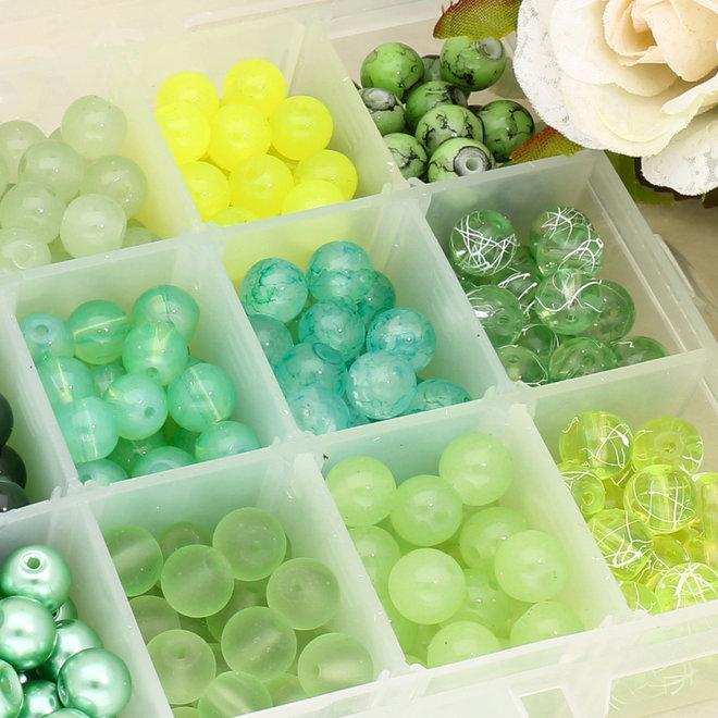 Box mit Sortiment von 24 runden Glasperlen 8 mm - Green mix