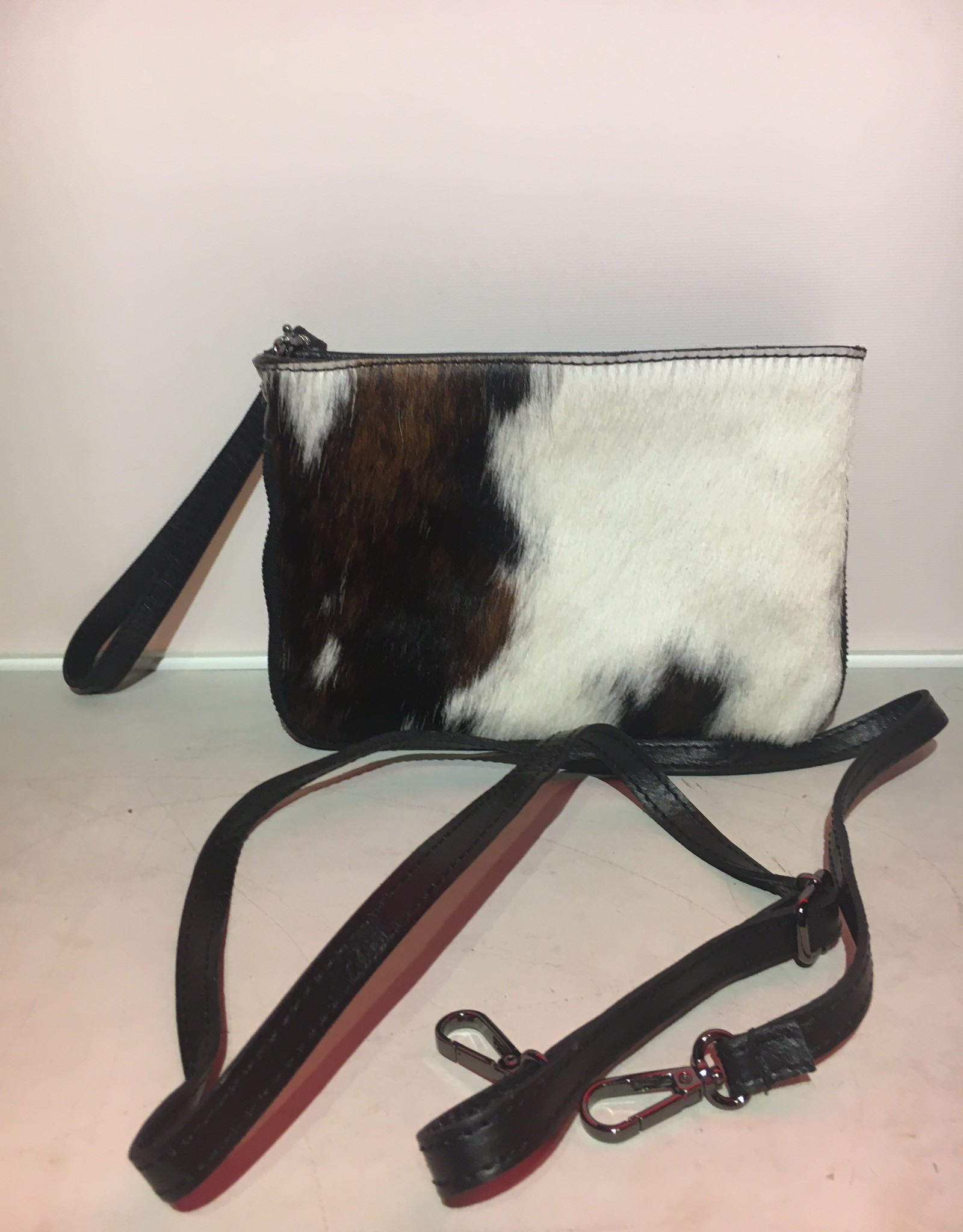 Giuliano Bag in cowleather with shoulderbelt, can also be used as clutch with wristbelt.