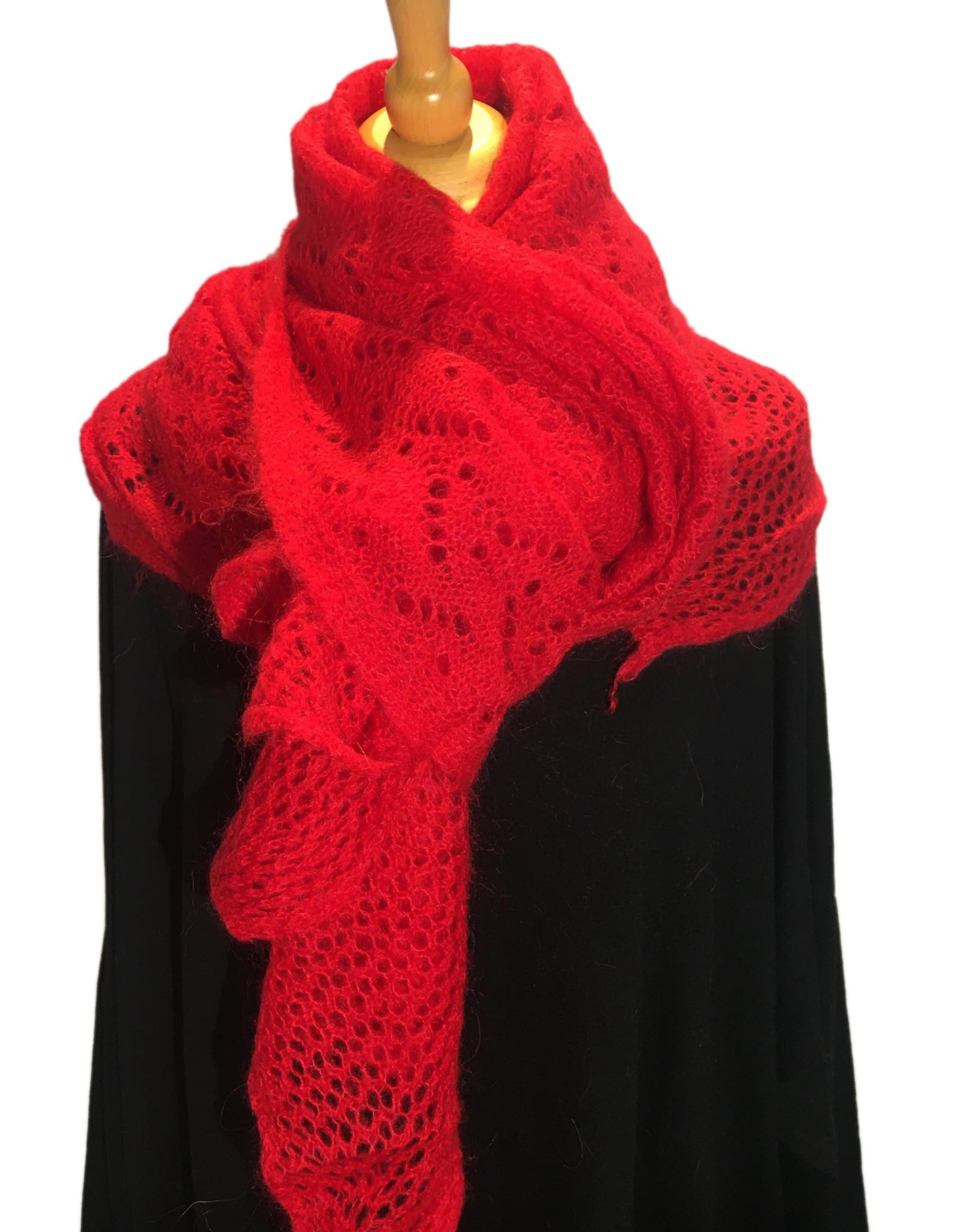 Sjaal gebreid met ajourbroderie