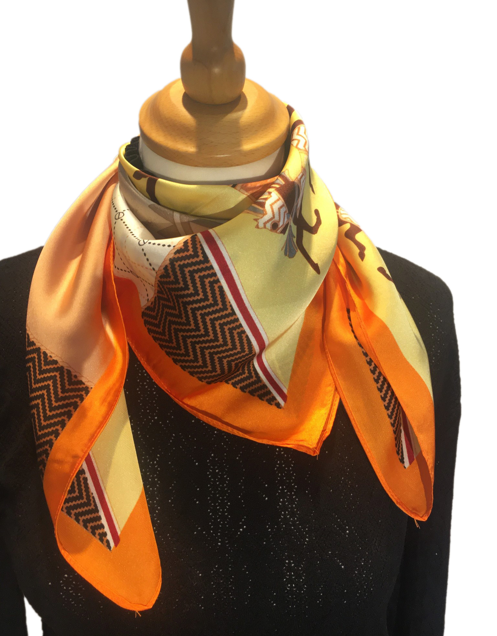 Bandana in satin, orange with print