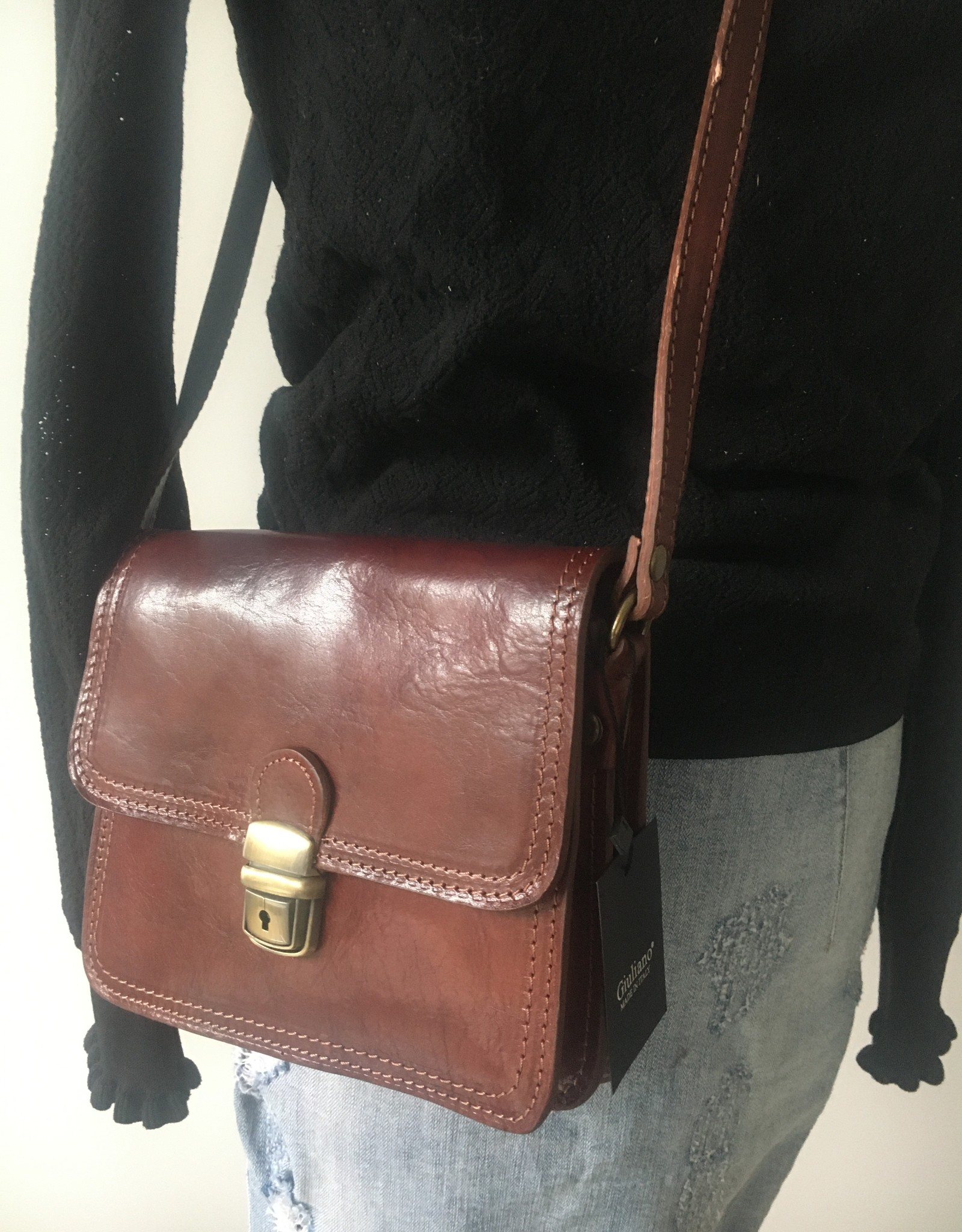Retro leather bag in shiny leater