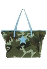 Shopper in  canvas camouflageprint met gekleurde daim handvaten en ster