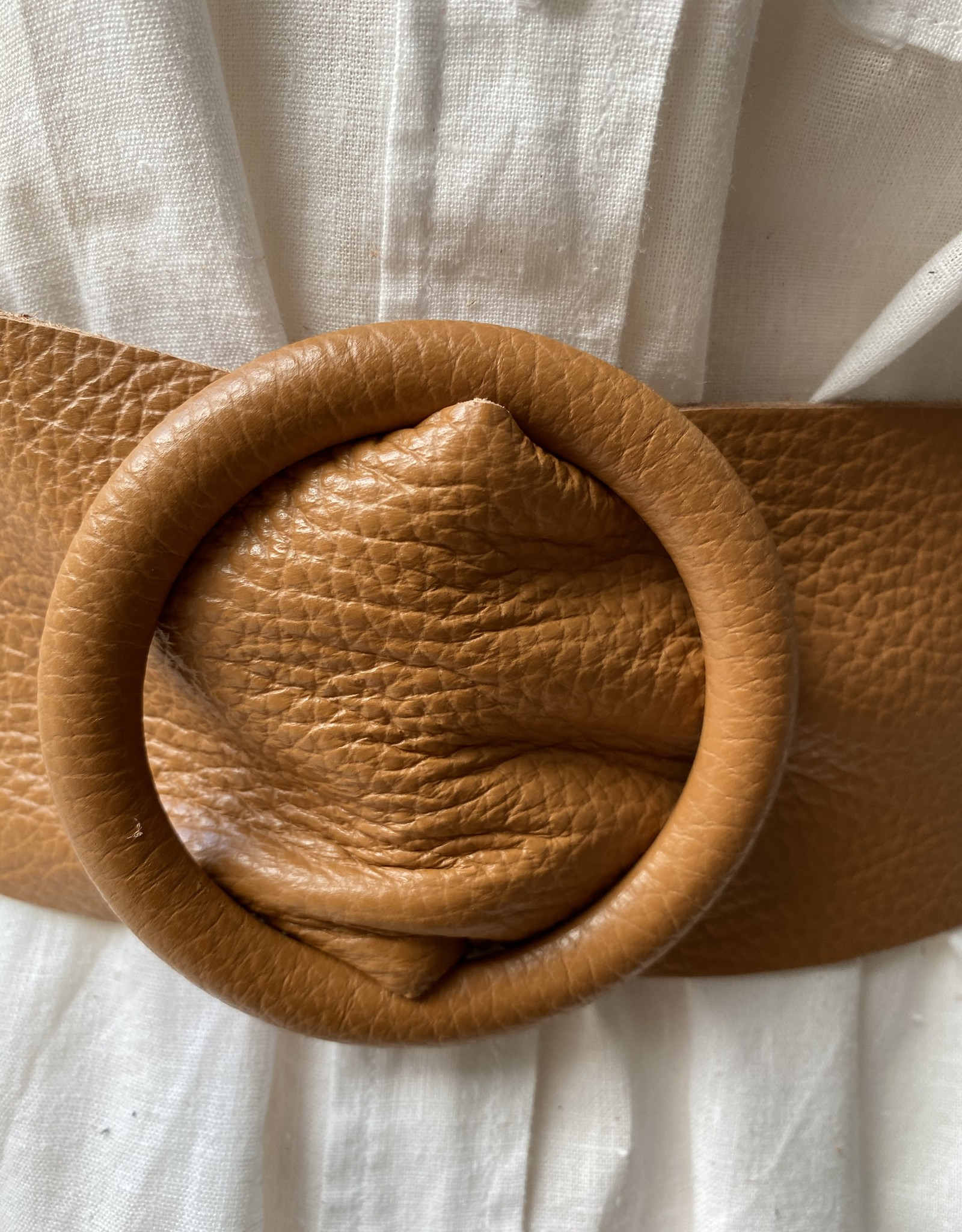 Giuliano Wide leather belt with round pull-through buckle