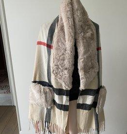 Poncho fleece geruit met nepbont