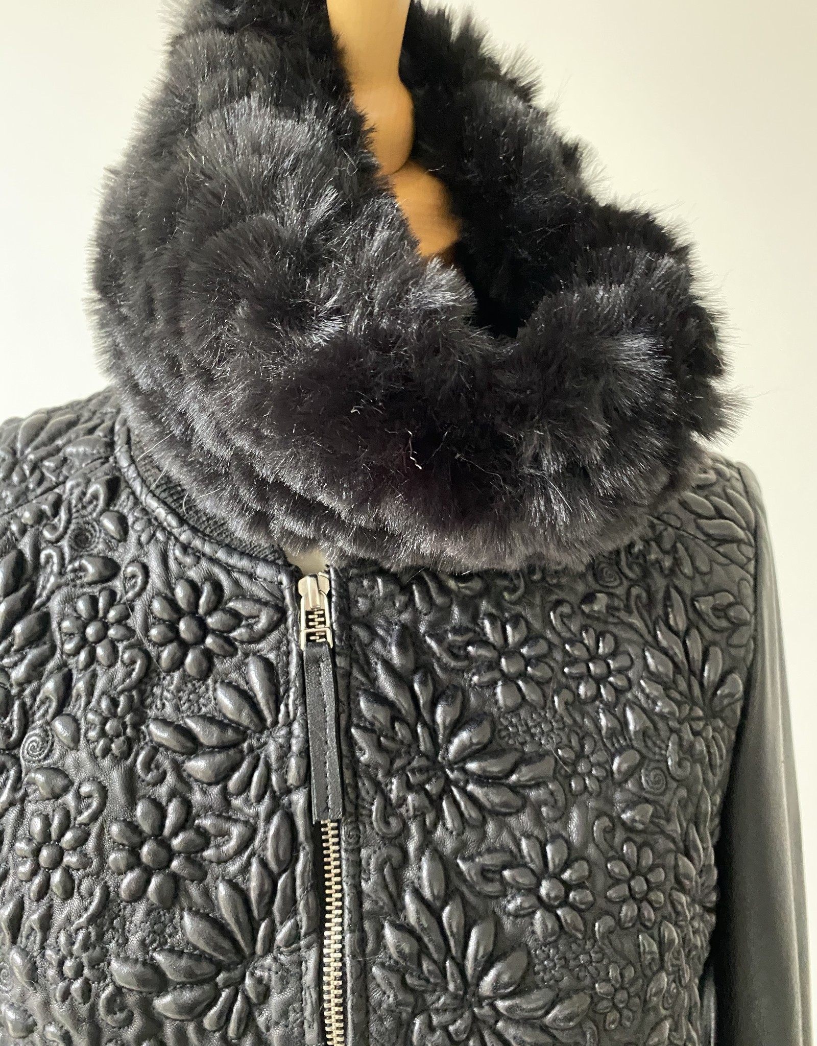 Collars  fur, black