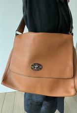 Artificial bag with flap en silver buckle.
