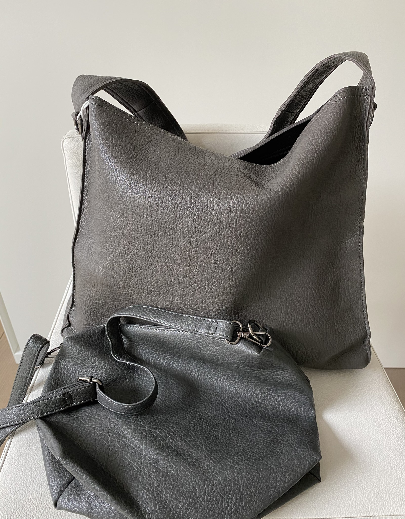 Grote tas, kunstleder met klein tasje binnenin