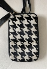 Little bag with leather and skin in houndstooth design.