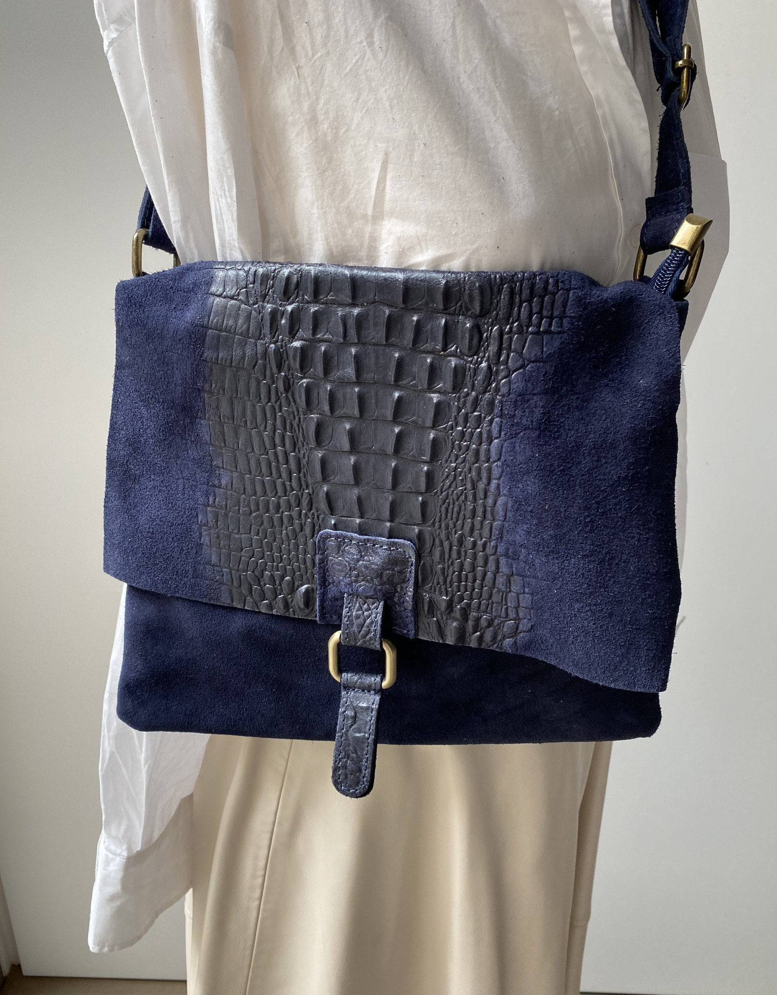 Daim/croco leder combinatie soepele tas in donkerblauw.