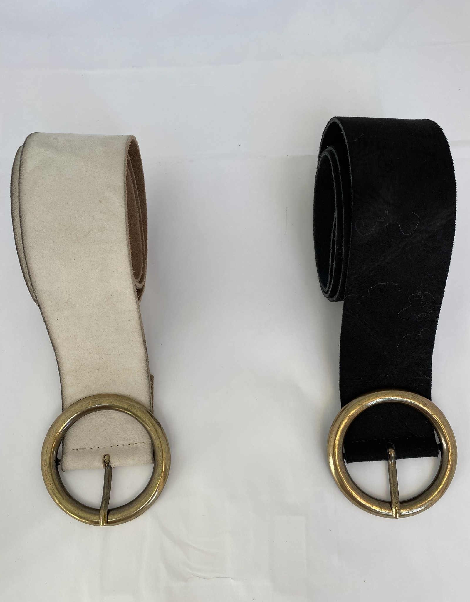 Wide leather belt in used leather with oldfashioned buckle