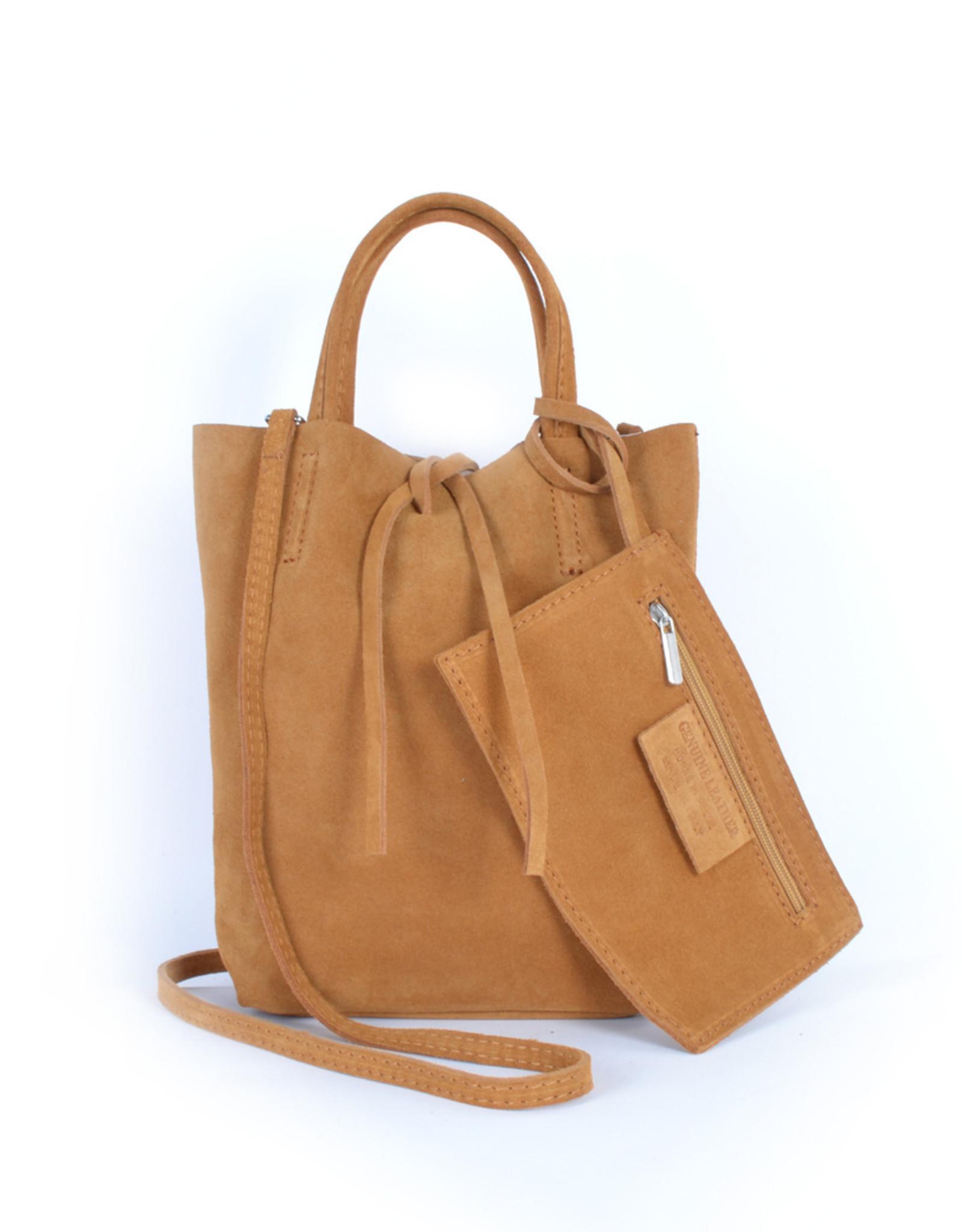 Little shopper in buckskin with little bag inside with long shoulderbelt.