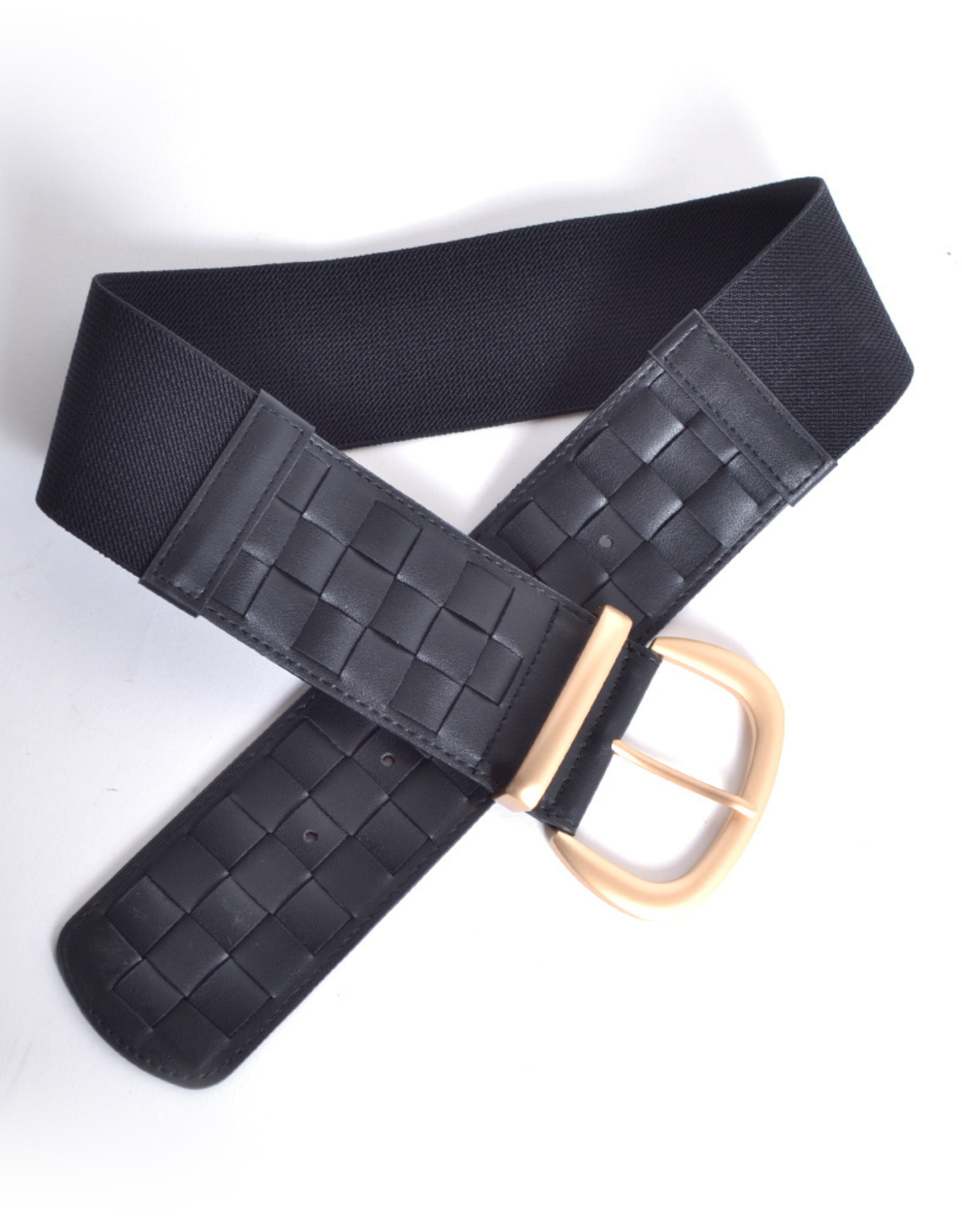 Wide belt in artificial leather and elastic and golden buckle.