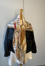 Scarf, checkered with colors.