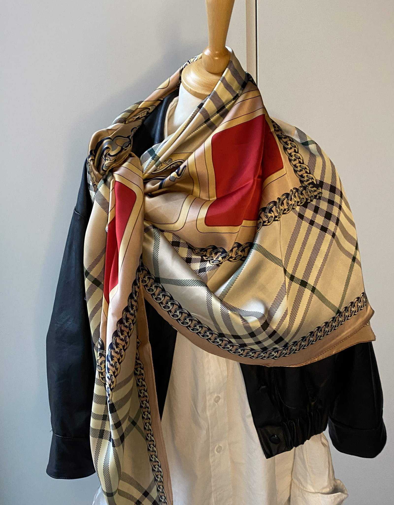 Scarf checkered BB inspired.