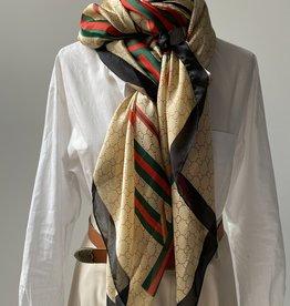 Langwerpige sjaal met C logo in beige, rood, groen en zwart