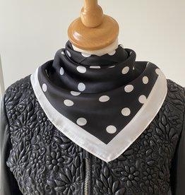 Klein vierkant sjaaltje, zwart met witte stippen
