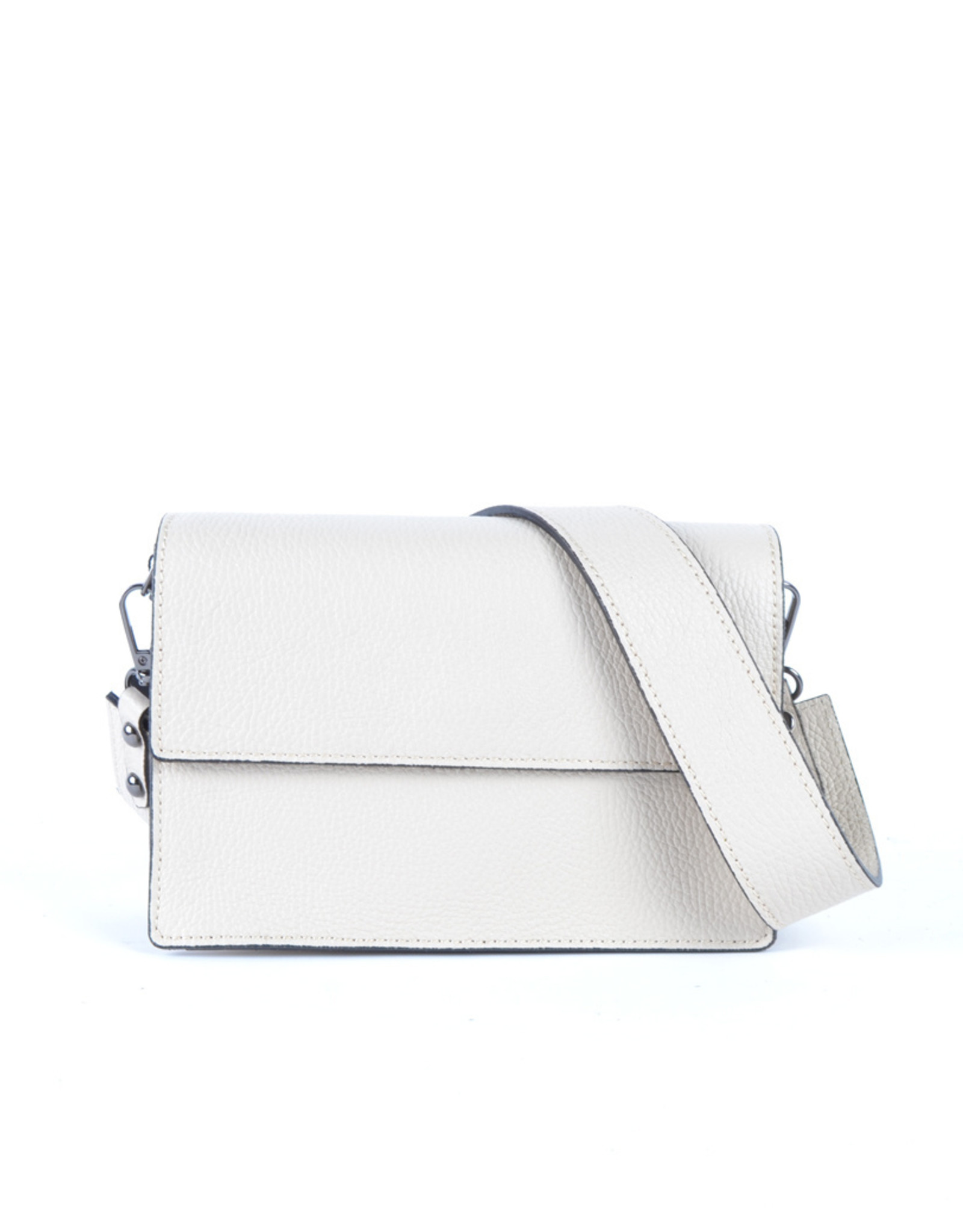 Leather white bag with two different shoulderbelts.