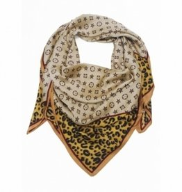 Square scarf in beige colors with logo.