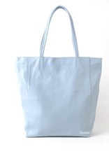 Shopper in leather with zipper.