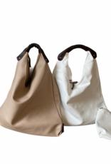 Kunstlederen handtas, driehoekig model met bruin handvat