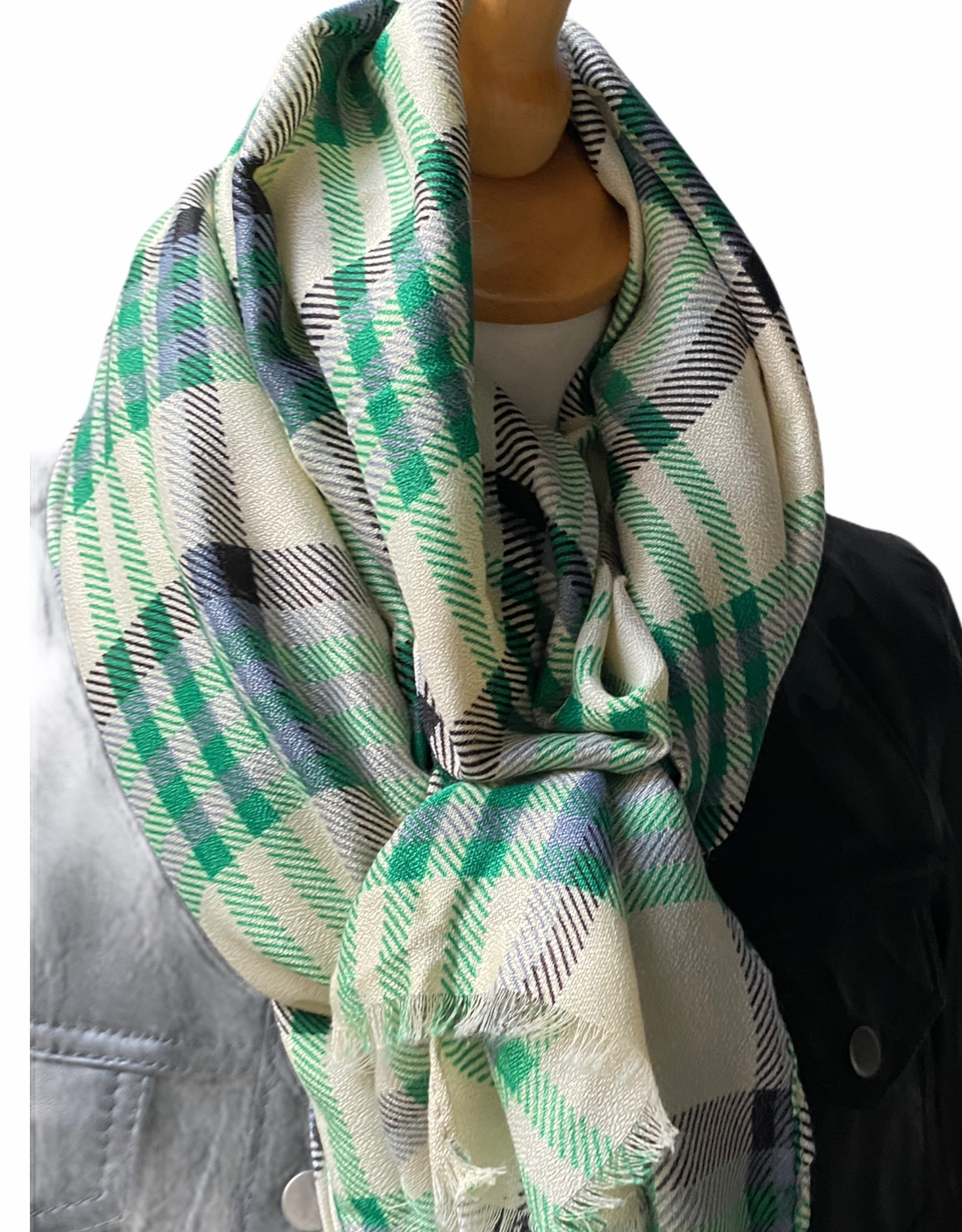 Checkered scarf in cotton with green colors.