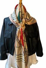 Sjaal geruit en kabels, rood en groen en goudkleur.