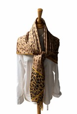 Square scarf with logo in camel colors.