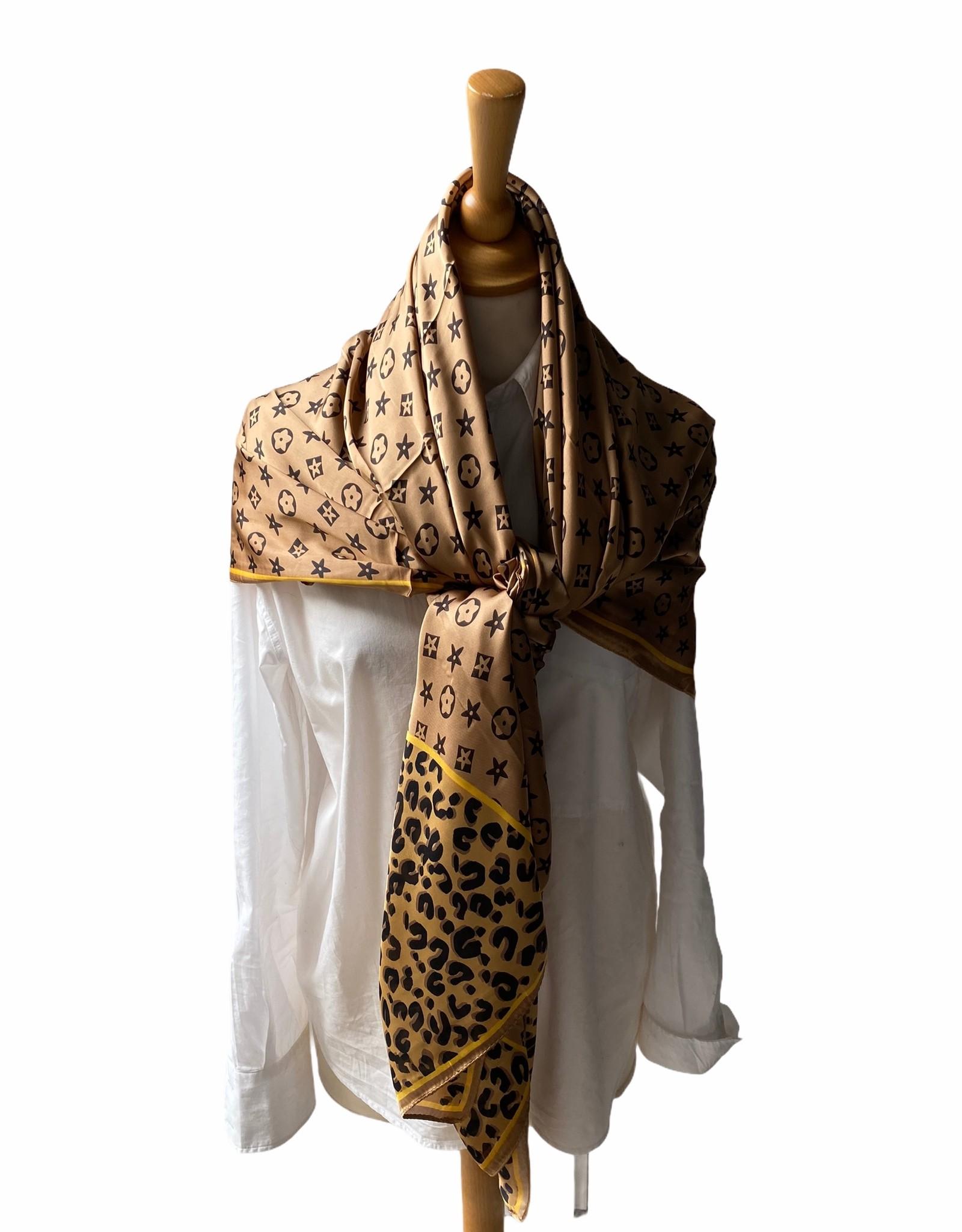 Vierkante sjaal met logo in camelkleuren.