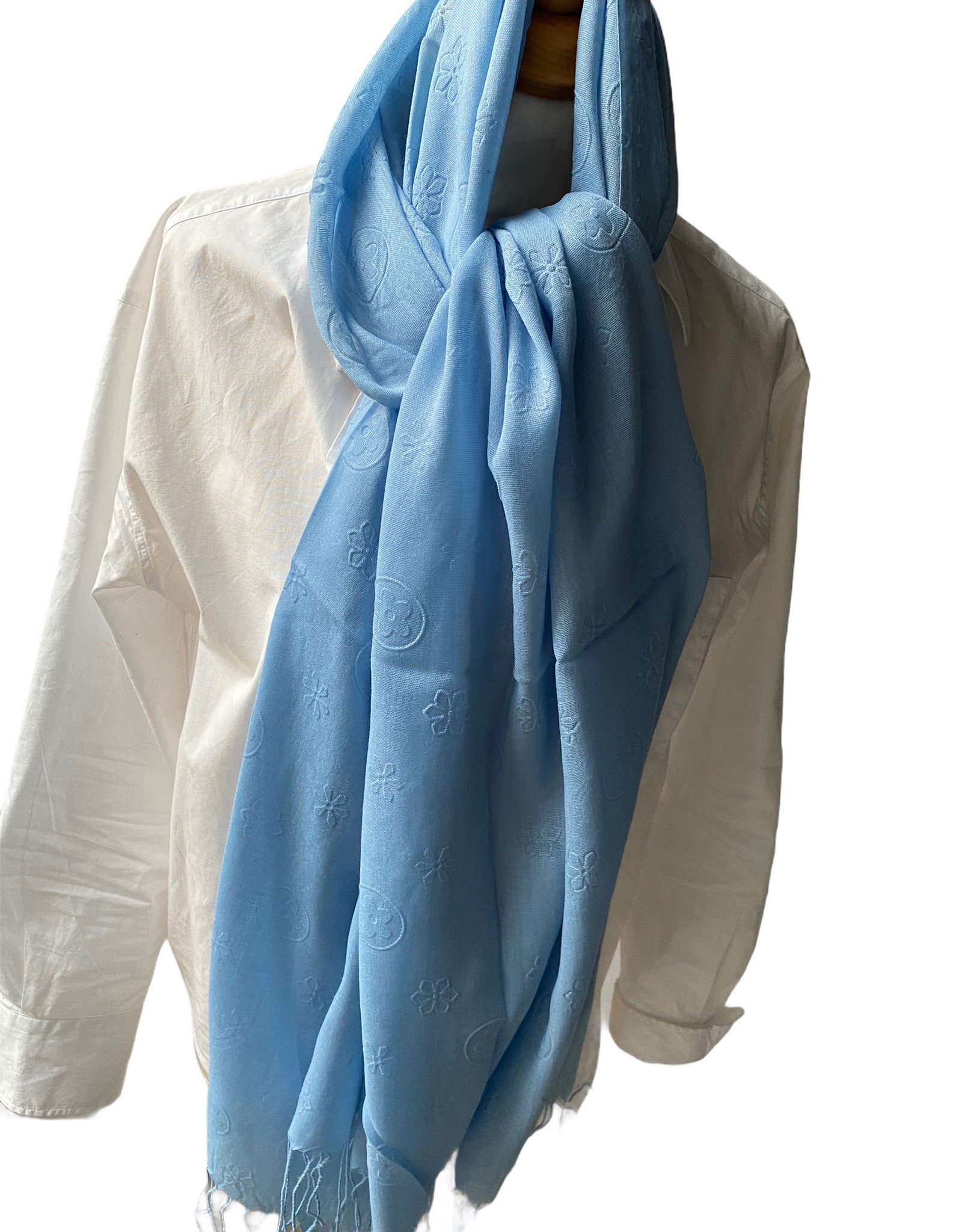 Cotonscarf in light blue with print ton sur ton.